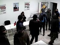 В Калининграде полицейские обыскали штаб Навального и задержали его руководителей