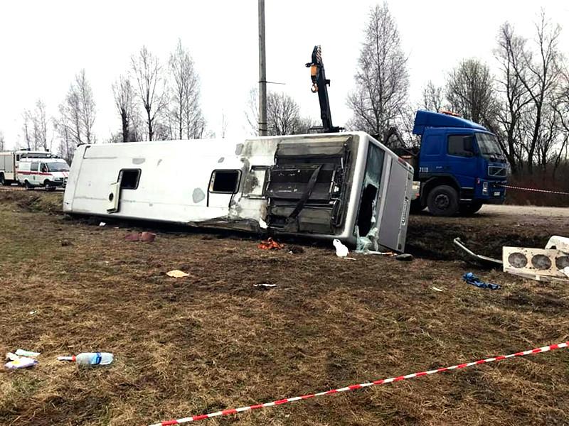 В опрокинувшемся в Тверской области автобусе ехали паломники из Ниловой пустыни. По последним данным, в автобусе было 38 человек. Пострадали 12, двое погибли