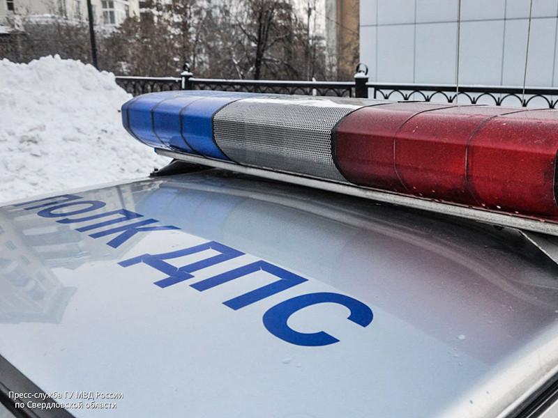 Десять человек, в том числе двое детей, получили травмы в результате ДТП с участием автобуса в Екатеринбурге, передает ТАСС со ссылкой на данные ГУ МВД по региону