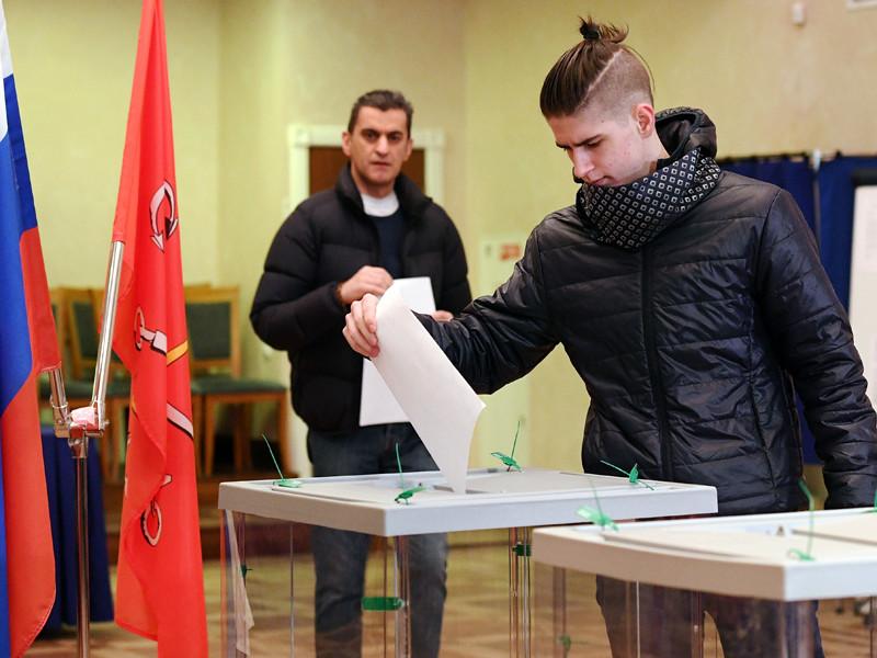 """Технология """"Мобильный избиратель"""", позволяющая голосовать по месту пребывания, могла быть использована для искусственного повышения явки, а главным возможным бенефициаром работавшие на выборах политтехнологи называют Санкт-Петербург"""