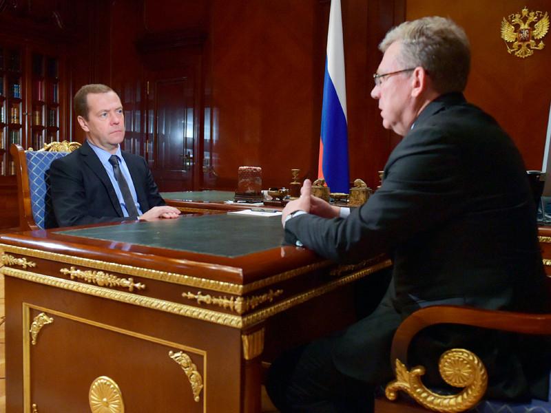 СМИ узнали о совещании премьер-министра Дмитрия Медведева с бывшим министром финансов Алексеем Кудриным и президентом Сбербанка Германом Грефом, на котором главной темой была реформа госуправления в России.