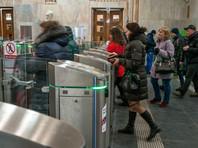 В типовых правилах запрещено проходить в метро и находиться в нем без обуви и/или без одежды. В правилах Московского метро имеется лишь запрет на нахождение на станциях без обуви
