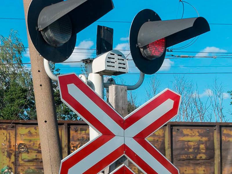 В Крыму электричка столкнулась с маршруткой на переезде