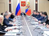 Путин и Медведев отчитались о доходах за 2017 год: президент продал землю