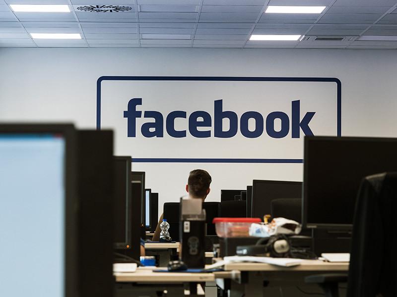 """Министерство иностранных дел РФ потребовало от американских властей официальных комментариев после того, как основатель социальной сети Facebook Марк Цукерберг объявил о решении заблокировать аккаунты, управляемые российским """"Агентством интернет-исследований"""""""