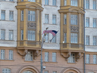 Высылаемые американские дипломаты покинули  здание посольства в Москве