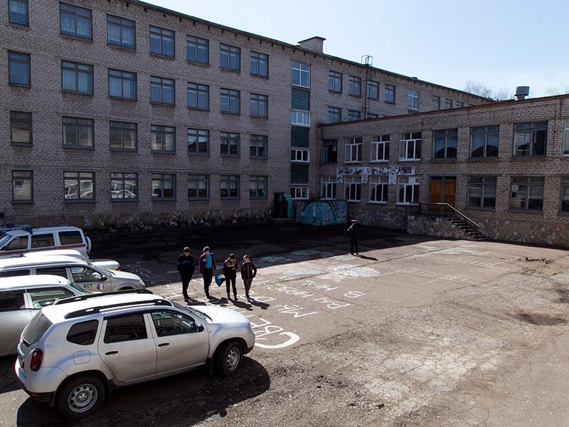 Школа в Стерлитамаке, где накануне подросток напал с ножом на учеников и учительницу, возобновила занятия в обычном режиме