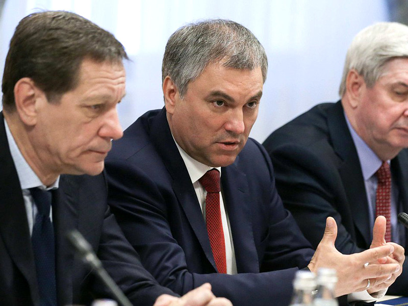 Председатель Государственной думы РФ Вячеслав Володин выступил за введение ответственности, в том числе уголовной, в отношении тех, кто будет соблюдать антироссийские санкции США на территории России