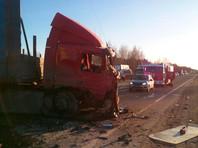 ДТП произошло неподалеку от населенного пункта Царево в Череповецком районе. Причины аварии пока устанавливаются. На месте работают сотрудники ГИБДД и МЧС