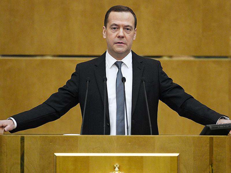 Правительству России удалось добиться успехов в решении ряда проблем страны, но с ее основной бедой - бедностью - пока справиться не удалось, заявил 11 апреля, выступая с отчетом в Госдуме, премьер-министр РФ Дмитрий Медведев