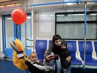 """В документе, в частности, говорится, что пассажирам запрещается перевозить детей в детских колясках """"в вагоне поезда, на эскалаторах, станциях и межстанционных переходах"""""""