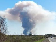 На территории бывшего военного арсенала в Удмуртии вторые сутки продолжают тушить пожар, утром там возобновились взрывы