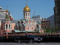 Шойгу объехал парадные расчеты и поприветствовал военнослужащих, стоящих в строю на Красной площади, а затем направился к центральной трибуне с докладом о готовности войск к параду президенту РФ, Верховному Главнокомандующему Владимиру Путину