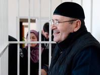 """В Чечне суд продлил арест главы филиала """"Мемориала"""" Оюба Титиева"""