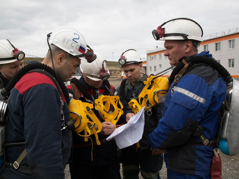 На шахте в Туве третий день ищут пропавшего под завалами горняка