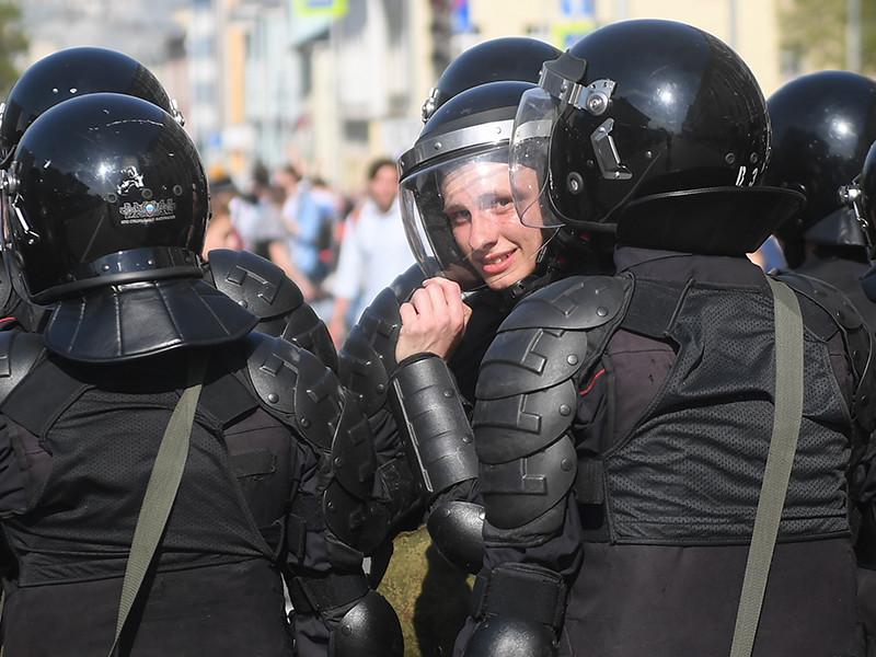 Суды Петербурга за день арестовали несколько десятков участников акции Навального