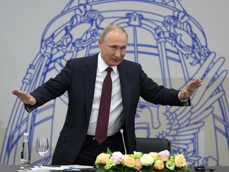 """Путин призвал инвесторов не беспокоиться из-за закона об исполнении санкций: """"Проблема урегулирована"""""""
