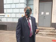В МИДе потребовали привлечь к ответственности хулиганов, обливших фекалиями и зеленкой главу Россотрудничества в Киеве