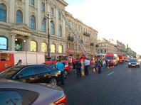"""В центре Санкт-Петербурга загорелся универмаг """"Пассаж"""": более 500 человек эвакуированы"""