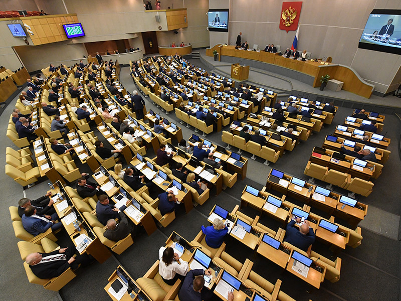 В Госдуме РФ началось заседание, на котором депутаты должны проголосовать за предложение вновь вступившего в должность президента Владимира Путина утвердить главой правительства Дмитрий Медведева