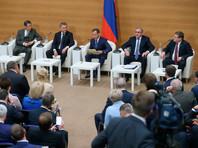 Исполняющий обязанности председателя правительства РФ Дмитрий Медведев во время встречи с депутатами фракции «Единая Россия»