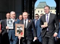 Вместе с Путиным в шествии приняли участие премьер-министр Израиля Беньямин Нетаньяху и президент Сербии Александр Вучич, которые ранее наблюдали за парадом на Красной площади и возложили венки к Могиле Неизвестного Солдата