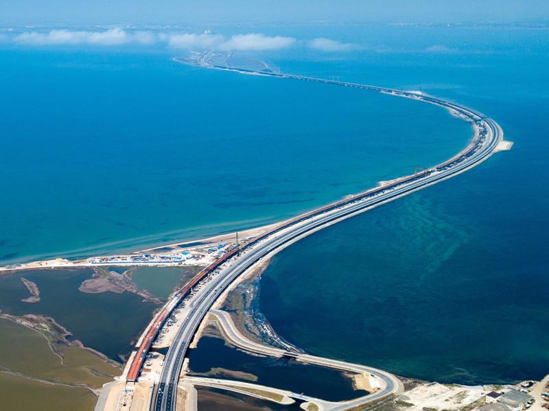 Следственный комитет РФ возбудил уголовное дело о призывах к совершению терактов в отношении американского журналиста Тома Рогана, написавшего статью с предложением разбомбить открывшийся 15 мая Крымский мост