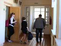 Учителей в РФ могут начать готовить к отражению нападений на школы