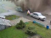 В Барнауле при прорыве трубопровода поток воды снес пенсионерку (ВИДЕО)