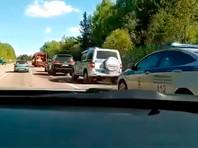 """Неизвестные обстреляли мусорную фуру, ехавшую на полигон """"Ядрово"""" в Волоколамском районе Подмосковья"""