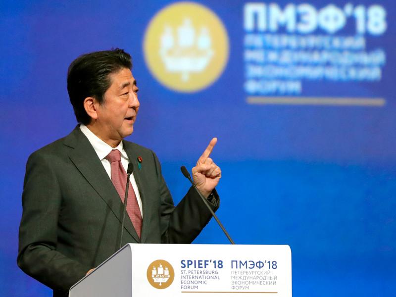 Премьер-министр Японии Синдзо Абэ принимает участие в пленарном заседании Петербургского международного экономического форума - 2018