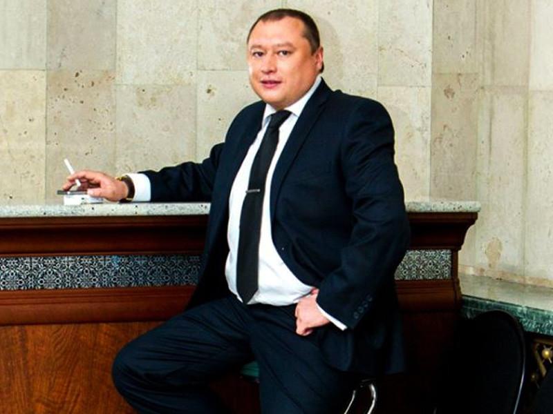 Бывшего российского предпринимателя Азамата Кильдигушева, обратившегося к бизнес-омбудсмену РФ Борису Титову за содействием в возвращении на родину, заочно арестовали в России по обвинению в трех эпизодах хищений на общую сумму около 15 миллионов рублей