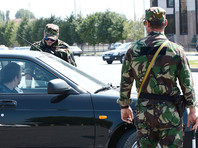 Сотрудники правоохранительных органов в Чеченской республике опрашивают родственников и знакомых Хамзата Азимова - террориста, напавшего в субботу с ножом на людей в Париже