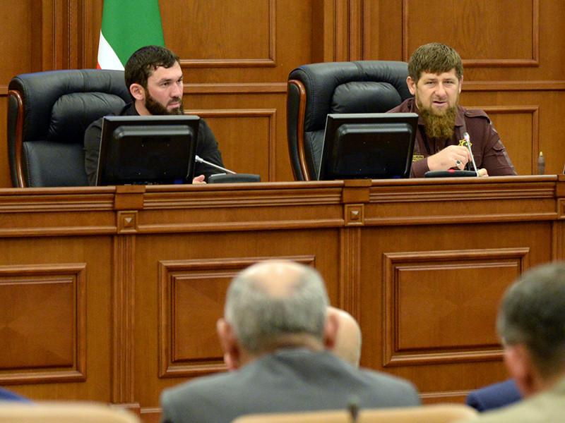 Парламент Чечни 10 мая единогласно принял решение о внесении в Государственную думу РФ законодательной инициативы о поправке в Конституцию РФ, которая позволит одному человеку занимать пост президента России не два, а три срока подряд