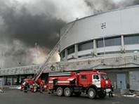 В Красноярске загорелся дворец спорта: огонь тушили десятки пожарных (ВИДЕО)