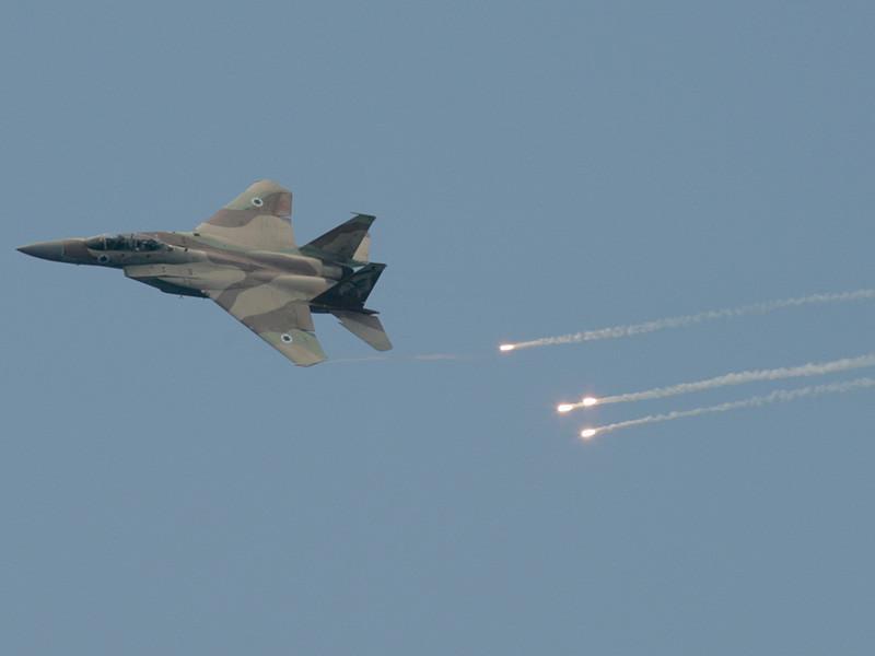Сообщается, что в ударе по территории Сирии участвовали 28 израильских самолетов F-15 и F-16. Они выпустили около 60 ракет, еще более 10 тактических ракет прилетело с земли