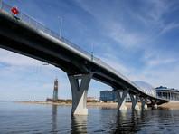 Вице-губернатор Петербурга пообещал навести порядок после проезда автомобилей по пешеходному мосту (ВИДЕО)