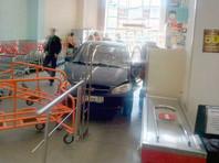Полиция Мурманска расследует дорожно-транспортное происшествие, которое произошло в среду, 2 мая, в одной из торговых точек города