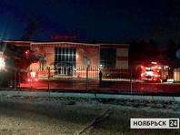 """Спасатели, тушившие пожары в двух торговых центрах в Ноябрьске, подозревают, что причиной мог быть поджог. ТЦ """"Таурус"""" и """"Семья"""" не работали во время ЧП, однако во втором случае площадь пожара превысила 2000 кв. м"""
