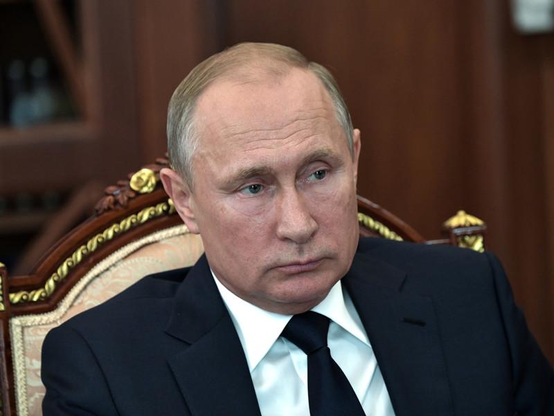 Рейтинг одобрения деятельности президента Владимира Путина в народе упал почти на 15% после объявления правительства о грядущем повышении пенсионного возраста в РФ