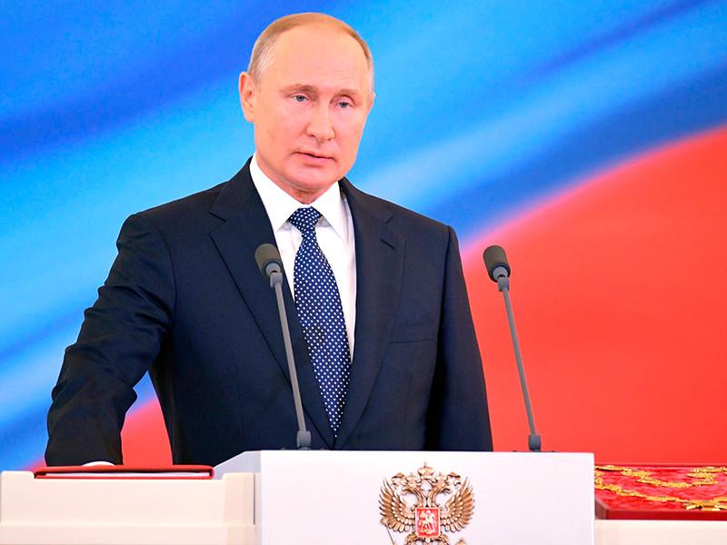 Половина россиян хотели бы видеть Владимира Путина на посту президента РФ и после 2024 года, когда подойдет к концу его очередной срок пребывания у власти