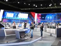 Владимир Путин провел 16-ю прямую линию, максимально отдалившись от народа: в зале было пусто, все общение - виртуально