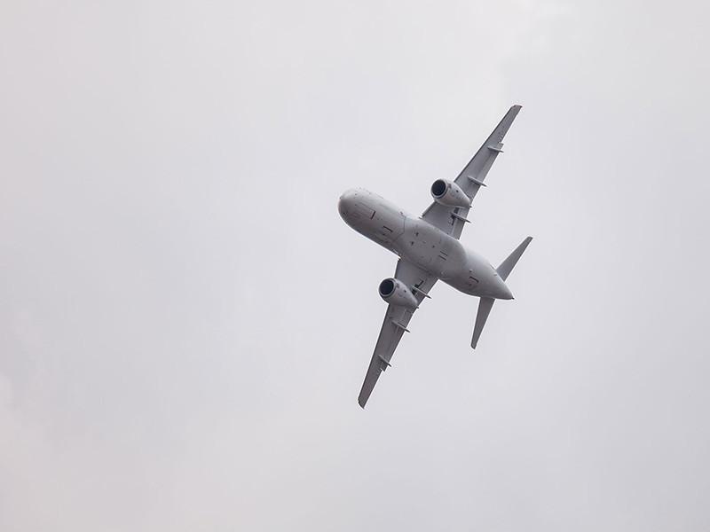 В Барнауле пассажирский самолет Superjet 100 совершил аварийную посадку