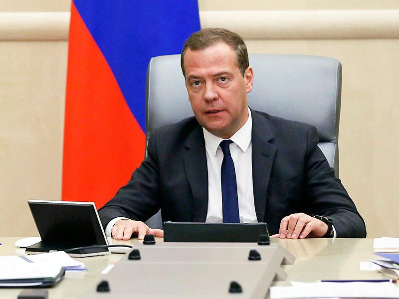 Переназначением Медведева на пост премьера недоволен каждый второй россиянин, показали опросы