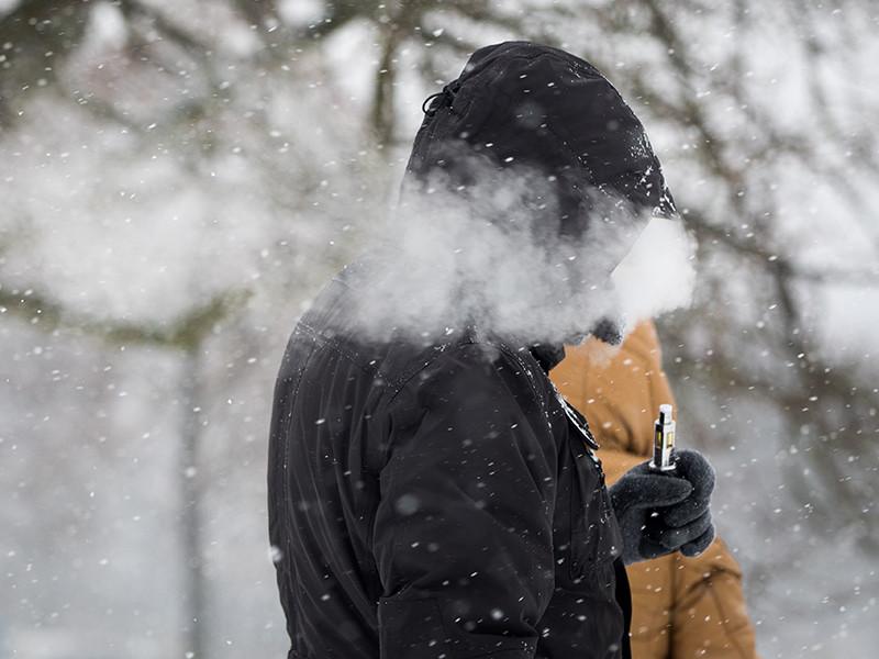 На совещании с участием вице-премьеров Дмитрия Козака и Татьяны Голиковой договорились, что вейпы будут регулировать как обычные сигареты