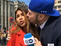 """Российский болельщик, поцеловавший журналистку DW, сделал это на спор и """"не подумал"""""""