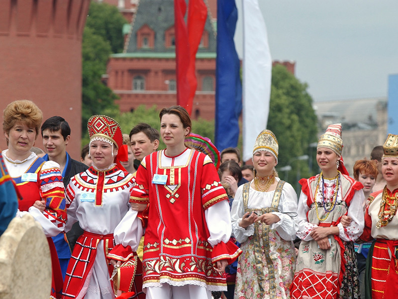 Гостеприимные, но нетрезвые: россияне назвали главные черты русской нации