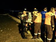 По данным Росморречфлота, у катамарана не было необходимых документов и опознавательных огней. При этом на судне, рассчитанном на 12 пассажипов, находились 16 человек