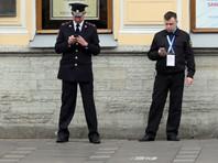 Суд в Петербурге отправил под арест сибиряка, выпивавшего на кушетке императрицы в Павловском дворце