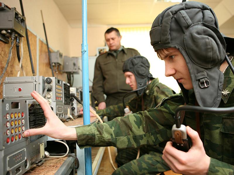 Планы Минобороны РФ по замене военных кафедр в вузах на унифицированные военные учебные центры не предполагают снижения военной подготовки студентов